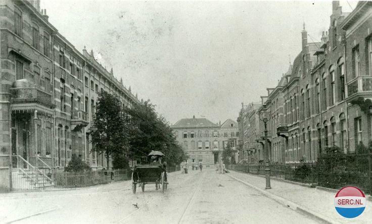 De Parkstraat in 1911. De panden aan het eind van de straat staan aan de Emmastraat