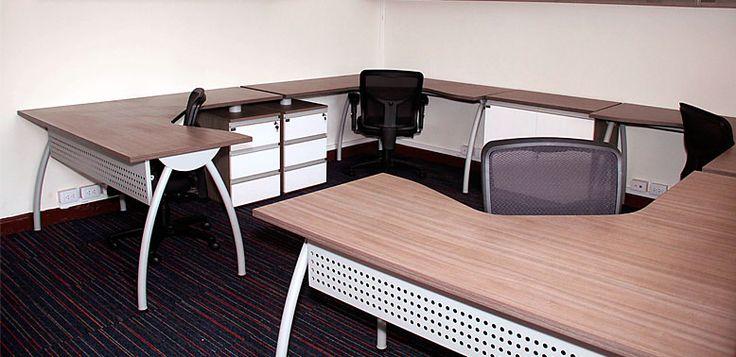 Escritorios Ergonómicos patas curvas -- Características: La principal característica de esta línea de escritorios es el diseño del tablero de trabajo. Infórmate más sobre este mueble dándole clic a la imagen.