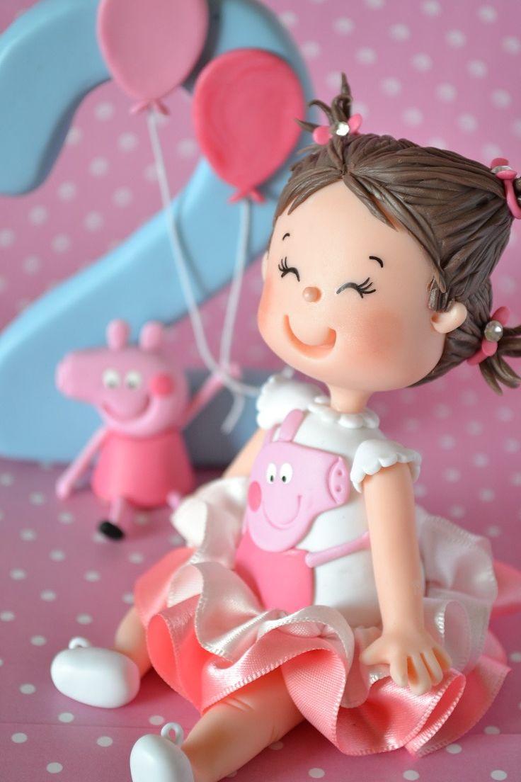 Super delicado - Topo de Bolo Infantil com vela modelados por Andressa Amaral. <br> <br>Vela de Aprox. 13cm. <br>Boneco sentado com vela e personagem. <br> <br>Verificar disponibilidade da data de entrega antes de comprar.