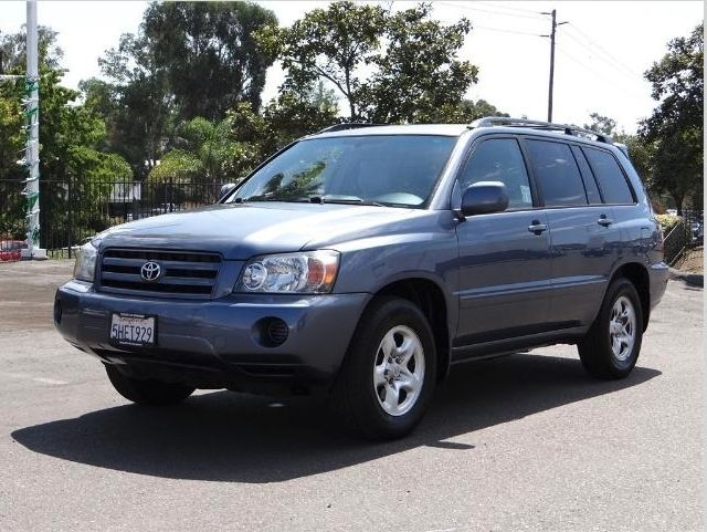 This 2004 Toyota Highlander Base is looking to go for a ride. Come take it!