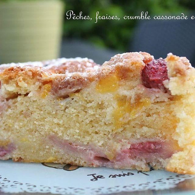 Une petite part de gâteau aux fraises pour le goûter ? 🍰 🍓 #gourmandise #goutertime #gateau #fraise #crumble #sophiedudemaine #blog #blogueusefood #nanaetchocolat #instafood #patisserie #faitmaison lien direct : https://nanaetchocolat.com/2017/06/16/gateau-aux-fraises-et-aux-peches-de-sophie-dudemaine/ bon vendredi et des bisous 😘