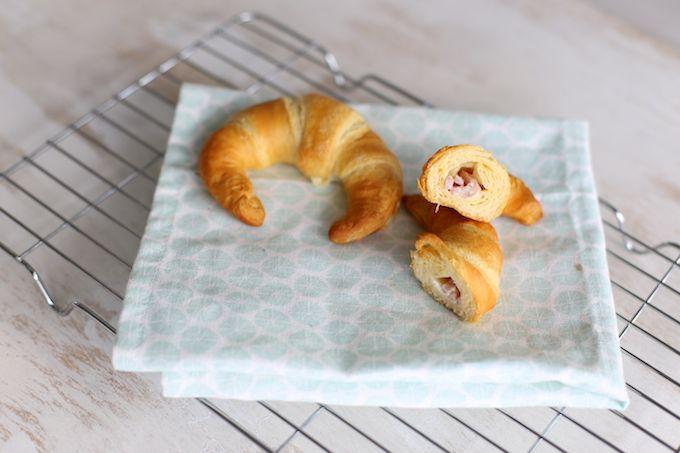 Lees hier hoe we een lekker croissantje gemaakt hebben met mascarpone en ham. Super simpel en heel erg lekker!