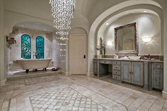 Mascolo Mansion... Bathroom Is Amazing