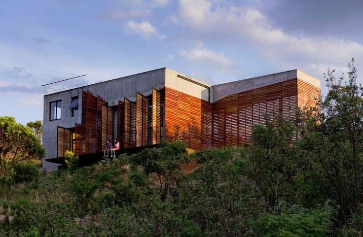 Carlos Teixeira projeta casa com piscina suspensa em Moeda, MG :: aU - Arquitetura e Urbanismo