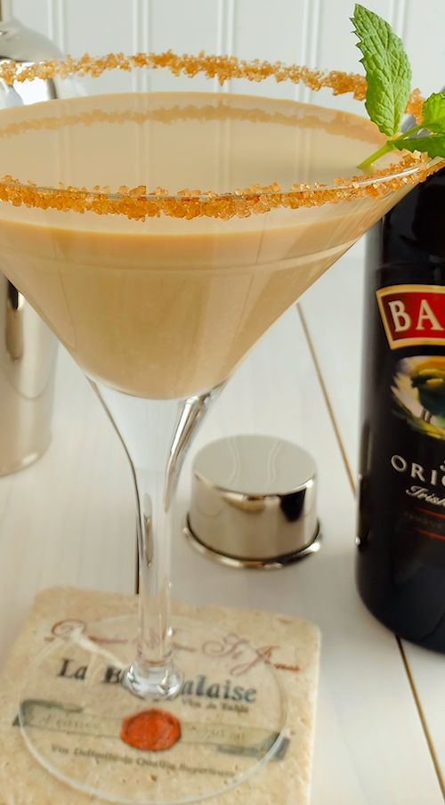 Nutty Irish Martini ~ An irresistible twist on the classic Nutty Irishman, our Nutty Irish Martini Cocktail is a blend of Baileys® Irish Cream, Frangelico® and/or Amaretto®, and splashes of vodka and cream. Recipe includes variation for Nutty Irish Bourbon Martini. The perfect Irish cocktail to celebrate St. Patrick's Day, #Thanksgiving and #Christmas #Holidays! | cocktail recipe