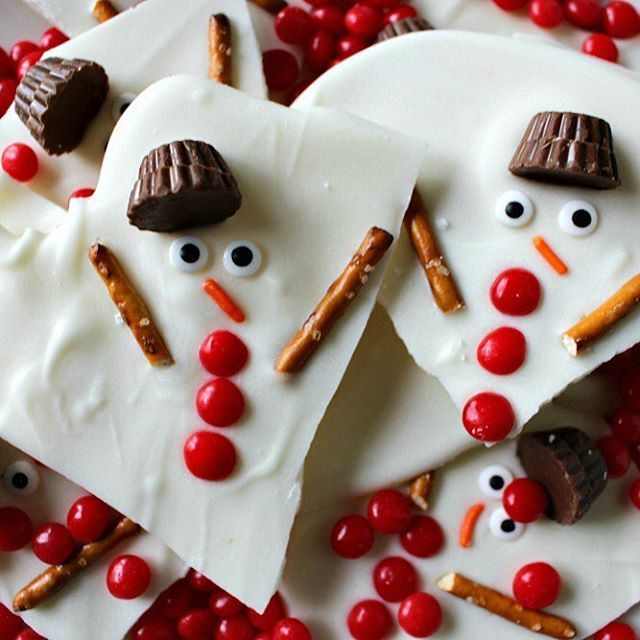 MELTED SNOWMAN CHOCOLATE BARK This is a super easy treat to make with the kids this holiday season! Get the FULL INSTRUCTIONS at Princess Pinky Girl: http://princesspinkygirl.com/melted-snowman-chocolate-bark/