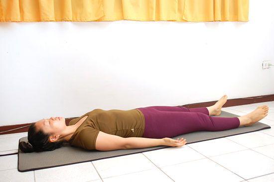 Descubre a continuación - 7 ejercicios fáciles de yoga para desestresarse El estrés es un auténtico problema de salud que afecta a muchas personas de diferentes maneras. La manera en que respondemos a los períodos de cambio y dificultad en la vida juega un papel clave en la determinación de los niveles de estrés en que nos vemos afectados. Cuando nos relajamos permitimos a nuestro cuerpo liberar la tensión y presión acumulados. En el yoga, hay tres formas principales para relajarse entre…
