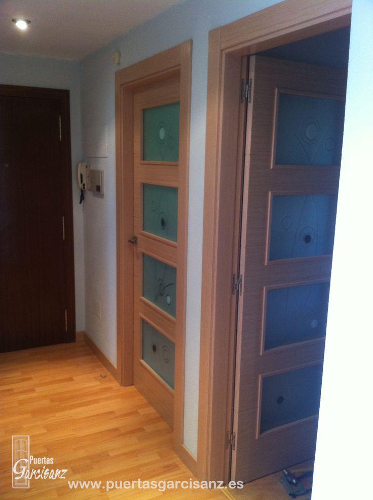 puerta vidriera mod en roble decap con ranuras en horizontal y cristales novoarte