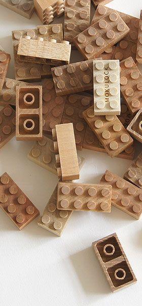 Après le projet artisanal initié par le français Thibaut Malet, la marque japonaise Mokulock propose des briques similaires à la marque Lego entièrement en bois 50 pièces