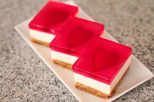 Lehký tvarohový dort s jahodovými srdíčky