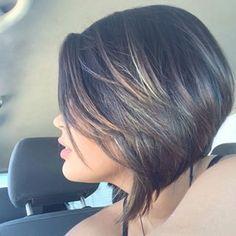 Um toquezinho de cor combina com qualquer cabeleira. | 15 cabelos que vão te mostrar que luzes nunca foram tão legais