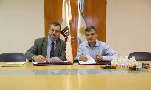 Zabaleta firmó un convenio para proveer medicamentos genéricos al municipio de Alem