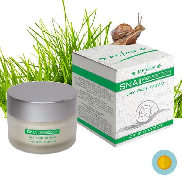 A Csigagél nappali arckrém mélyen beszívódik a bőrbe és támogatja a sejtregenerációt, javítja a bőr természetes vízmegkötő képességét ezért dehidratált arcbőrre kifejezetten ajánlott. A csiga gél egyedülálló arányban tartalmaz AHA savat, kollagént, elasztint, allatoint, vitaminokat (A,C, E-vitamint) és ásványi anyagokat. Ezeknek az összetevőknek köszönhetően revitalizálja a bőrt, segít helyreállítani a sérült szöveteket, és visszaállítja a bőr természetes hidratáltságát.
