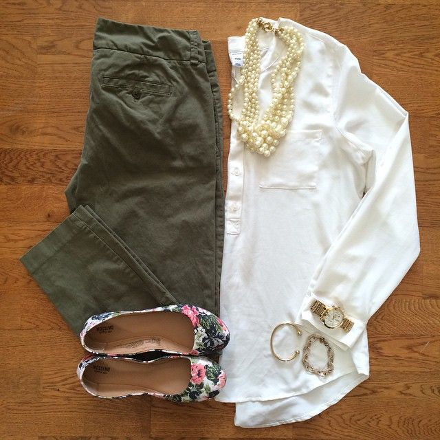 Olive Skinny Pants, White Blouse, Pearl Necklace, Floral Flats | #workwear #officestyle #liketkit | www.liketk.it/19xap | IG: @whitecoatwardrobe