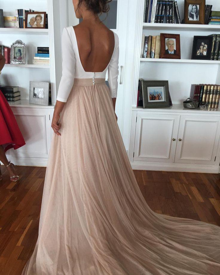 Así es el vestido de Macarena ..después de la ceremonia..un estilo diferente romántico ..tul de seda en rosa empolvado...dos vestidos es uno ...que os parece ...#modaespañola #moda #fasiondress #fhasion #couturebridal #diseñador #diseño #altacostura #couture #boda #bodas2016 ##couturebridal #rubenhernandez #fasiondress #novias2017 #noviasdiferentes #novias #noviasromanticas #ateliers #atelier #altacostura #diseño #diseñador #fasiondress #bridal #hechoamano #hechosatumedida #vestidosde...