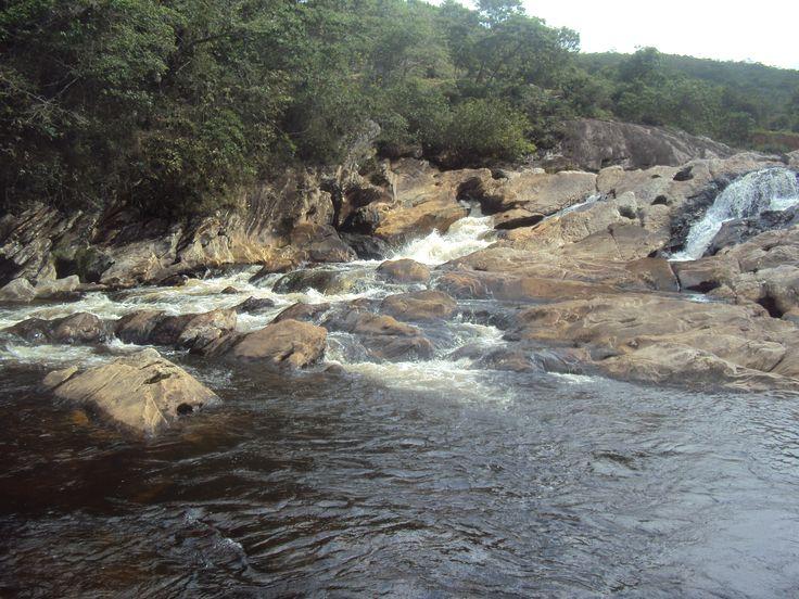 Cachoeira da Boa Vista - Ipoema/MG. Maior cachoeira em volume de água do Rio Tanque com, aproximadamente, 60m de altura. Suas águas descem entre pedras, formando corredeiras e piscinas naturais ótimas para banho. Visual maravilhoso.