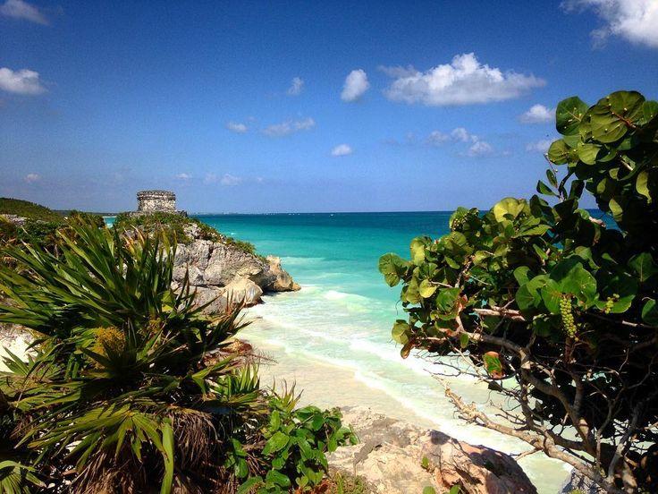Sito archeologico di Tulum  #travelphotography #travel #trip #turist #turismo #tulum #messico #mare #spiagge #caraibi #photo #photooftheday #istagram #istaphoto #history #sky by irenesimonti