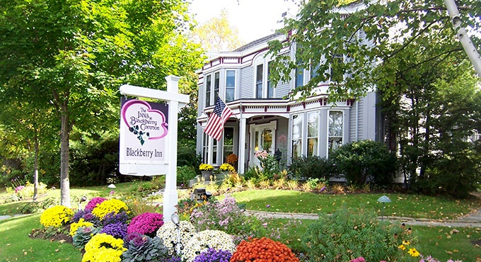 Inns at Blackberry Common, Maine Pet friendly hotels