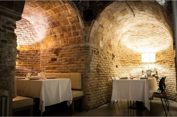 ( ^o^ )  La Bodega de los Secretos es un rincón de Madrid con mucho encanto, ideal para cena romántica en pareja, envuelto en un ambiente único y una comida singular