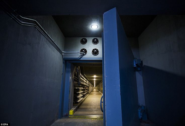 Above, a blast door at the Greenbrier bunker. The hidden West Virginia facility also inclu...