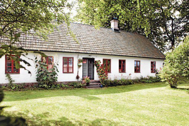 Keltainen talo rannalla: Maalaiselämää erilaisin höystein