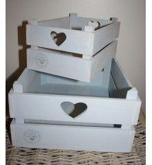 Vaaleansiniset puulaatikot (iso 23, pieni 18 sisustus sydän) ihan kumpa vaan käy.