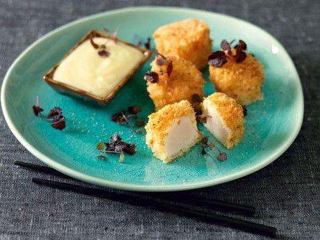 Recept på pankofriterade pilgrimsmusslor med ponzumajonnäs. En riktigt lyxig förrätt som passar bra till lite bubbel.