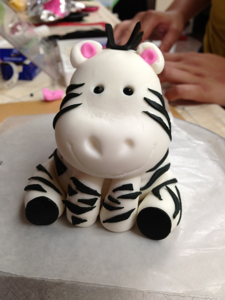 Fondant Zebra my friend @Leslie Ruiz made this! :)