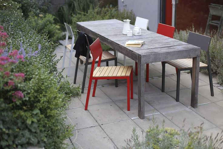 egoé outdoor furniture | CORA table and chairs can be used as contemporary furniture of a stylish café but they will look just as great in a garden, on a terrace or on a balcony at your home. design: studio plusko
