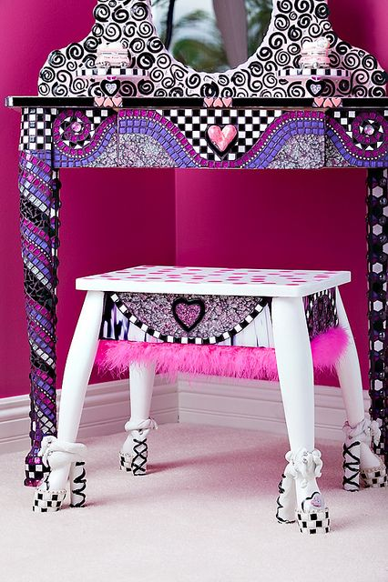 this would be cute in a girls room - like the black swirls around the mirror.