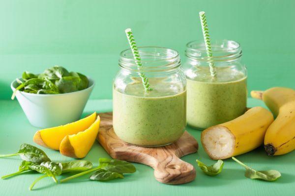 Zelené smoothie s mangom a banánom - Recept pre každého kuchára, množstvo receptov pre pečenie a varenie. Recepty pre chutný život. Slovenské jedlá a medzinárodná kuchyňa