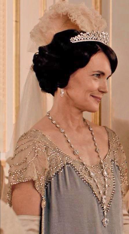 Lady Grantham presents Rose at Court season IV