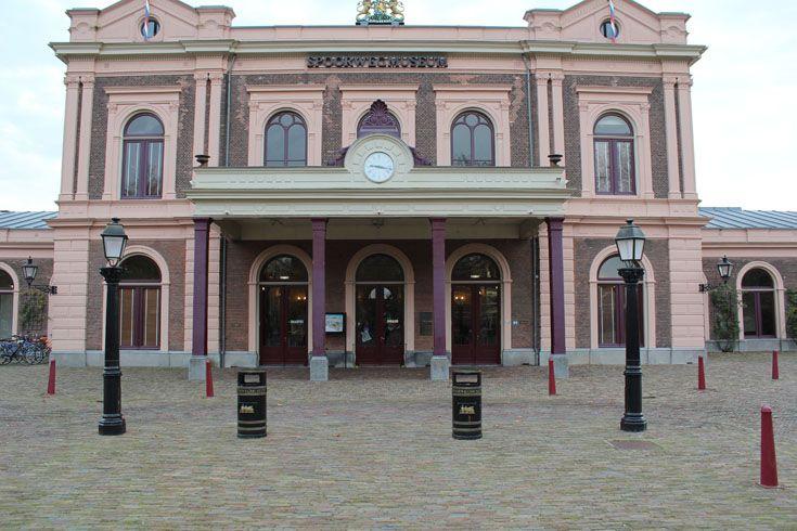 Het Spoorwegmuseum is gevestigd in het Maliebaanstation van de stad Utrecht