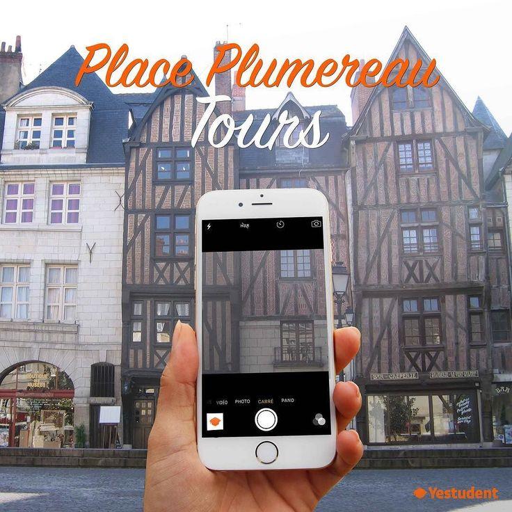 Un endroit super chaleureux dans le Vieux-Tours !  A very welcoming place in the old city of Tours!   Place Plumereau - Tours France   Click on the bio to book /\ Clique sur la bio pour réserver