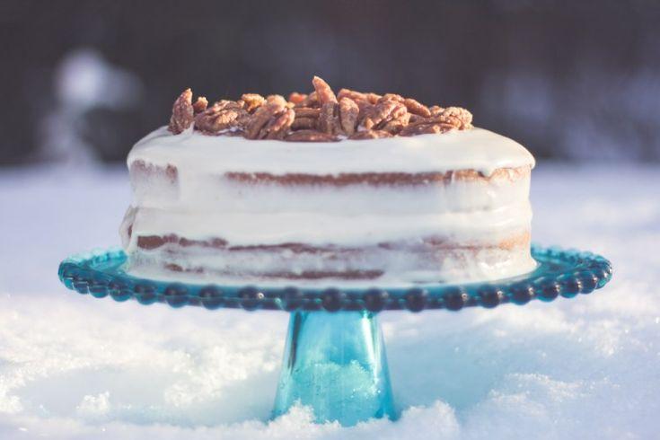 Gâteau à l'érable et aux noix caramélisées – Mon plan A  http://monplana.ca/gateau-a-lerable-et-aux-noix-caramelisees/