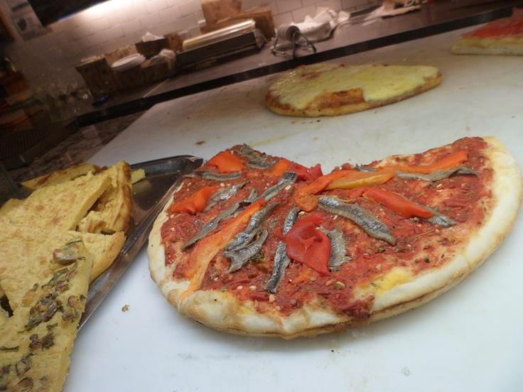 Pizza de tomates y anchoas #Argentina
