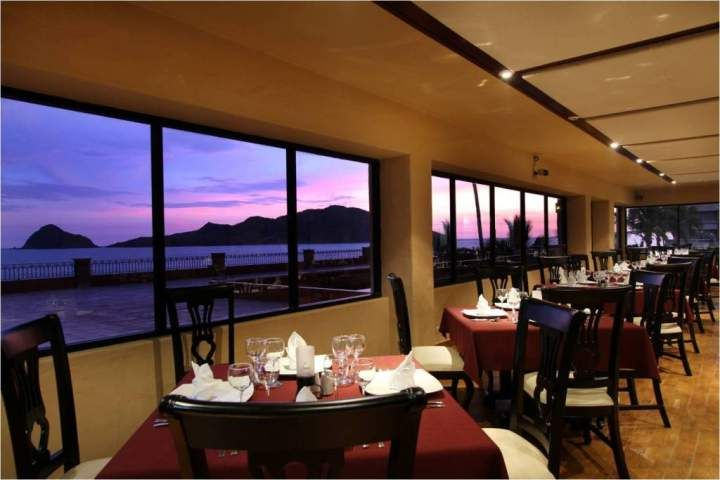 Hotel Playa Mazatlan - Mazatlan Hotels - they have great sea food meals and parties there.