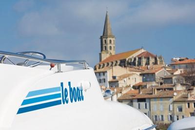 CONNOISSEUR LE BOAT. Location de pénichettes pour la navigation sur le Canal du Rhône à Sète. Aucun permis n'est nécessaire.    14 Quai de la Paix Nord - 30300 BEAUCAIRE - Tél : 04 66 59 46 08