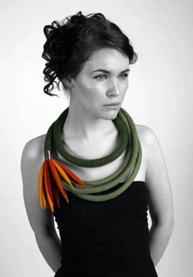 Necklace | Justyna Truchanowska. #1. 100% wool felt and silver. Ciro: dikke bunakoord met staafjes