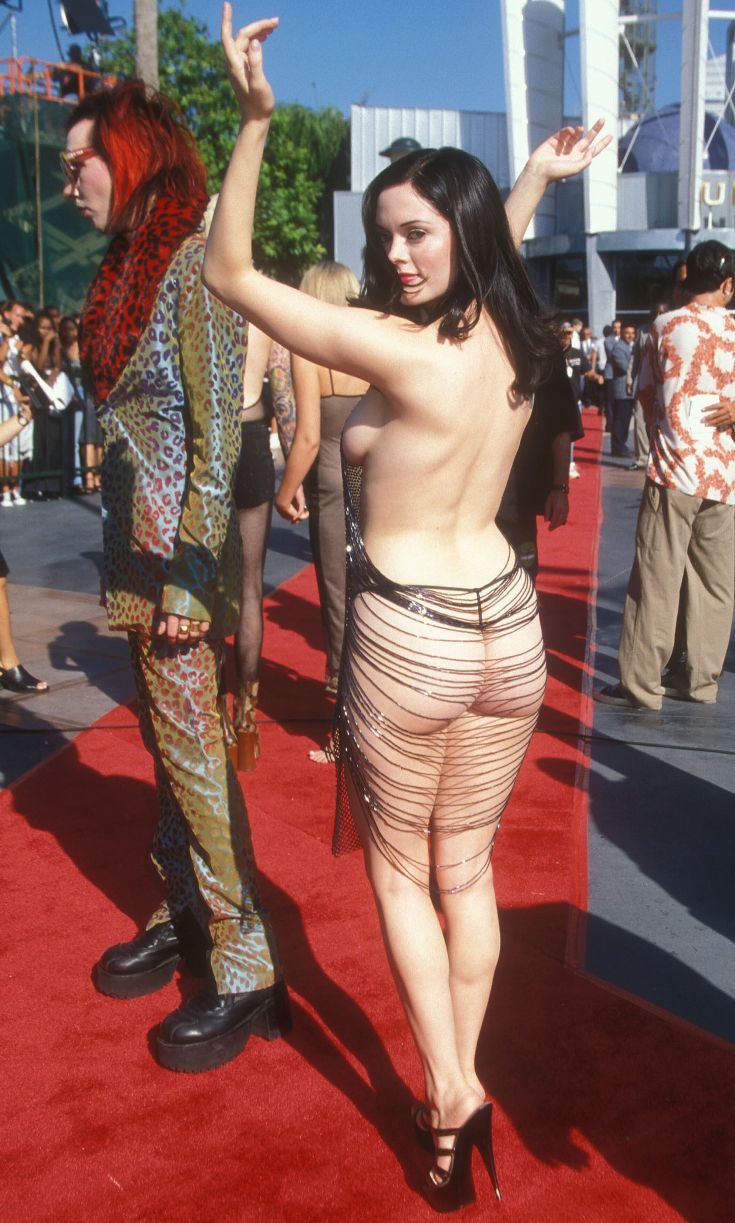 ROSE MCGOWAN AT THE 1998 MTV VMAS