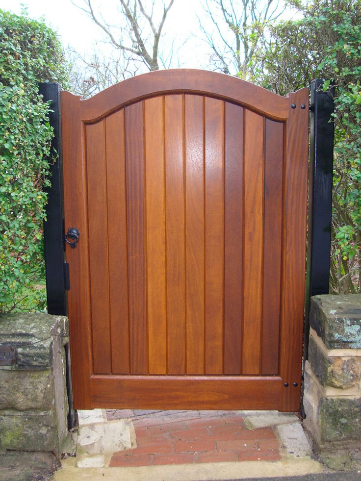 Image from http://pfgrenada.com/wp-content/uploads/2015/01/furniture-drop-dead-gorgeous-furniture-for-garden-and-home-exterior-decoration-using-curve-single-solid-cherry-wooden-gate-and-tall-hedge-garden-fence-engaging-picture-of-home-exterior-decoration-with.jpg.
