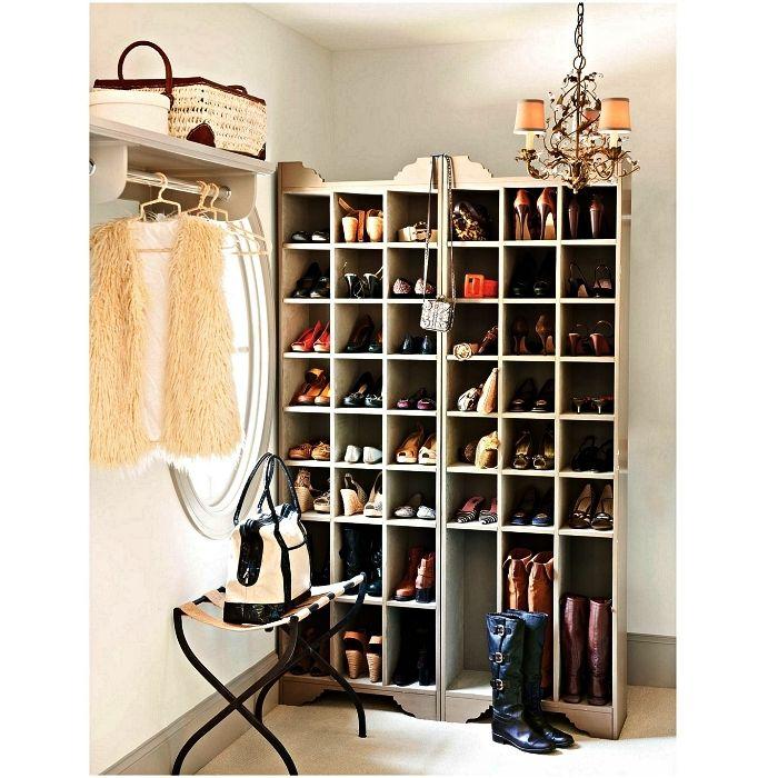 1001 Idees Pour Amenager Un Dressing A Chaussures Dressing Fait Maison Petit Meuble Rangement Meuble Rangement