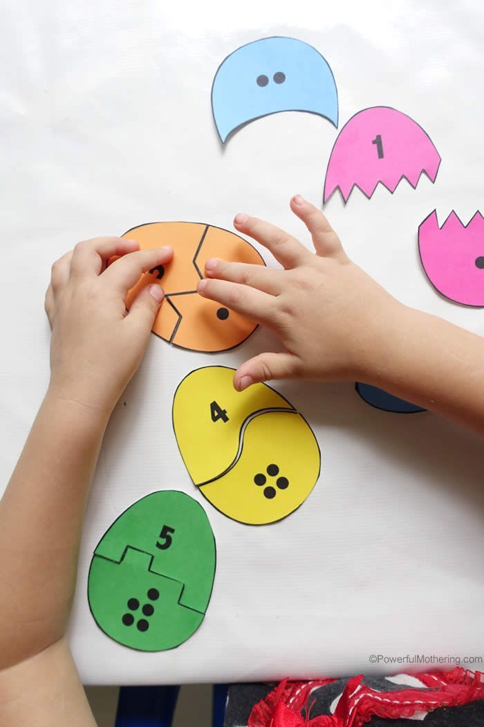 Easy printable activity for toddlers to match the shapes, color and numbers on this egg activity.