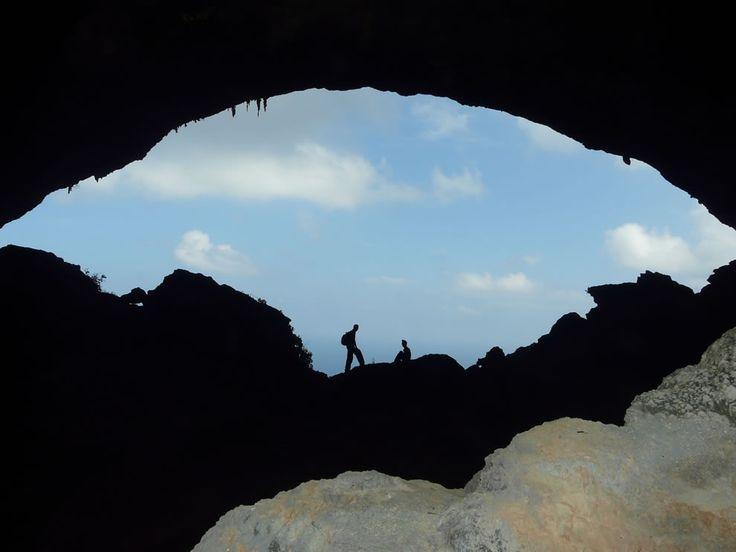 Остров счастья Сокотра.   Пещера Ястреба.