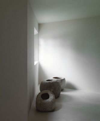 the use of large scale objects as focal points, love photo credit: http://www.lazizhamani.com/