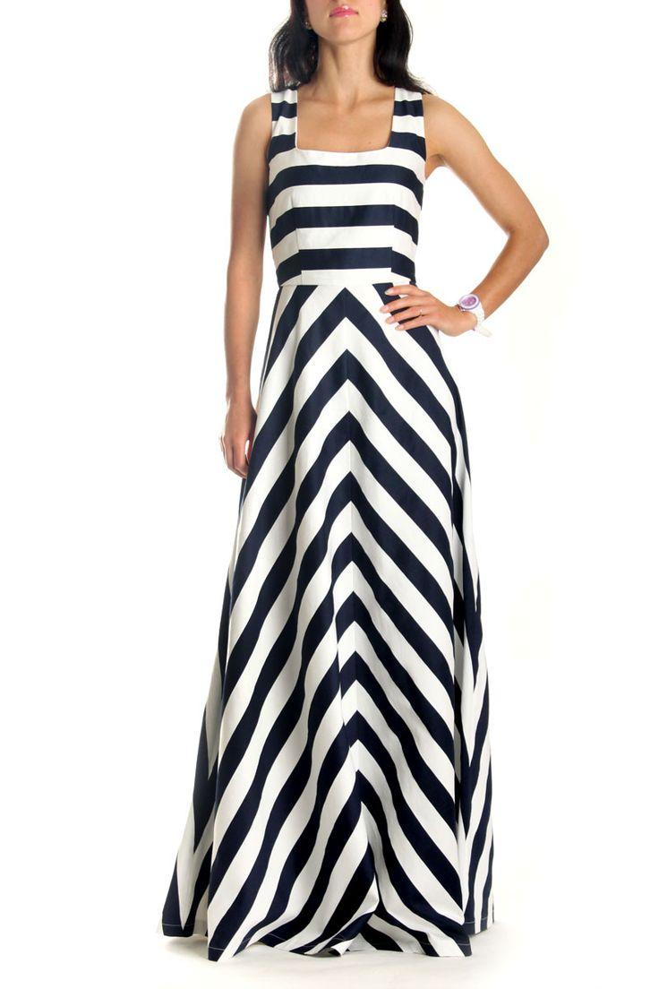 Платье Dolce&Gabbana. Длинное платье в полоску от Дольче Габбана. Нарядное длинное платье в полоску отлично подойдет для торжественного мероприятия, выпускного вечера или свидания. Красивое платье в пол DG выполнено из натуральной хлопковой ткани. Идеальное сочетание белой и синей полосок, а также необычный крой придает этой модели длинных платьев оригинальность и неповторимость www.fstyle-shop.com.ua