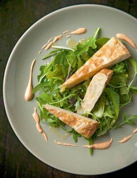 Tortilla de patatas met sla en bravas-saus - Recepten - Culinair - KnackWeekend.be