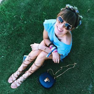 Sumarle flores a una trenza griega: | 32 Lecciones de moda que nos dejó Coachella 2015