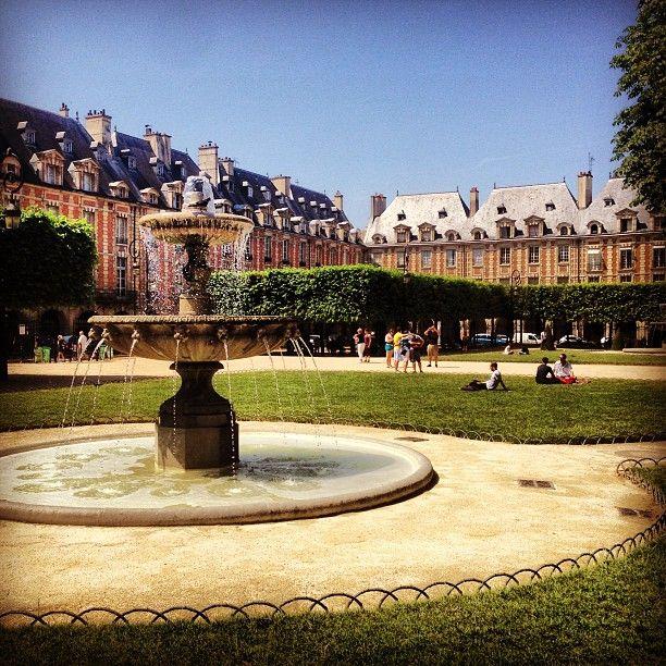 Place des Vosges in Paris, Île-de-France