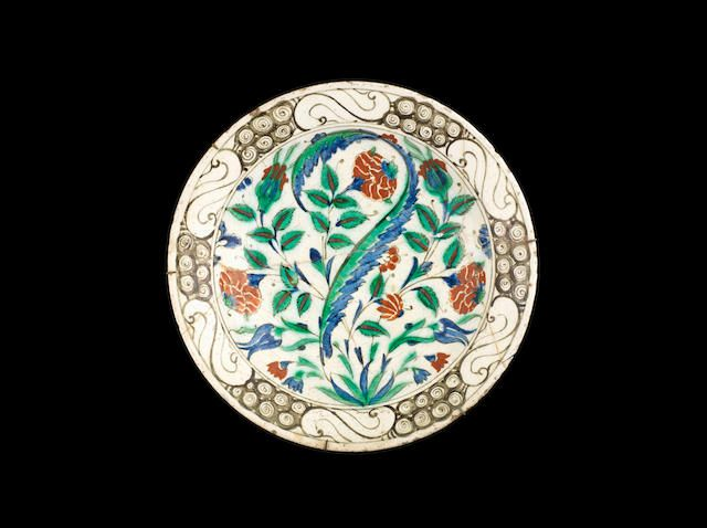 Iznik pottery Dish Turkey, 17th Century 29 cm. diam.